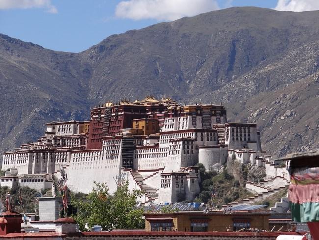 12. Vedere Potala din Jokhang