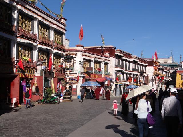 17. Cladiri Lhasa