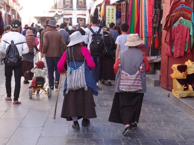 18. Femei tibetane