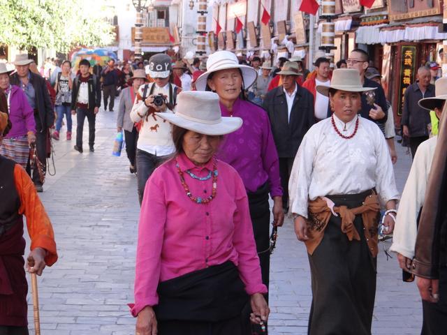 20. Femei Tibet - Lhasa