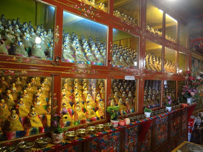 24. Statui de Buda