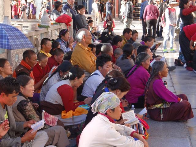 25. Credinciosi Tibet