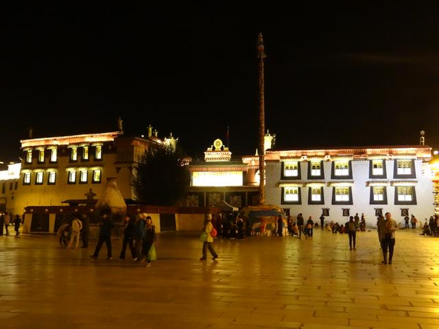 31. Jokhang by night