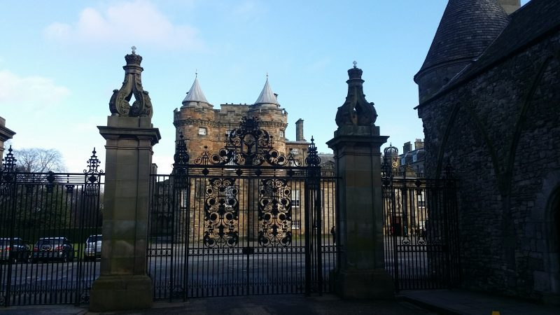 04. Intrarea in Hollyrood Palace