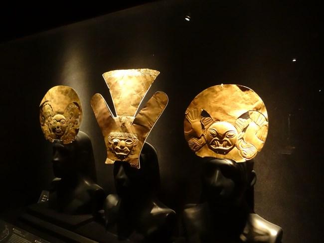 24. Aur Peru