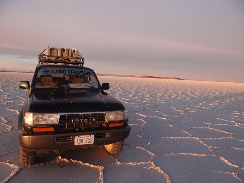 07. Jeep in Salar de Uyuni