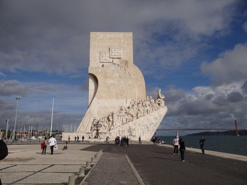 15. Monumentul descoperitorilor
