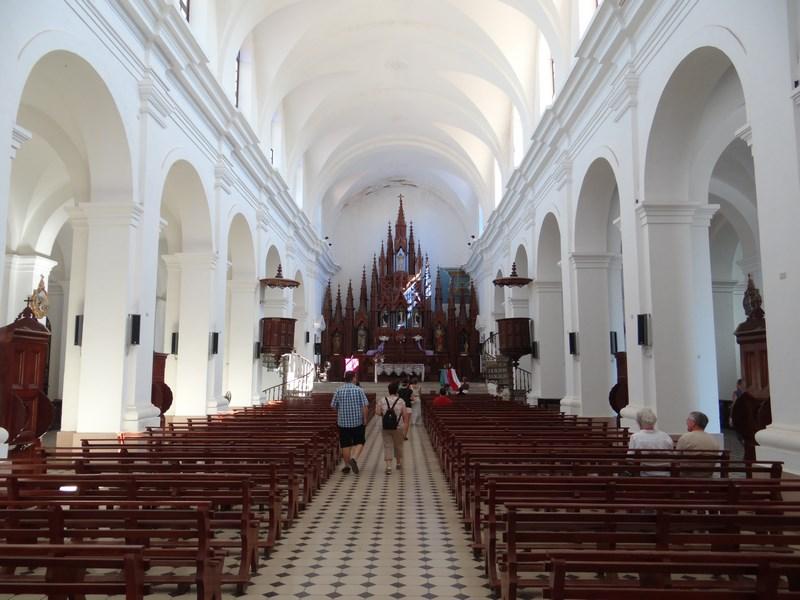 11. Interior biserica