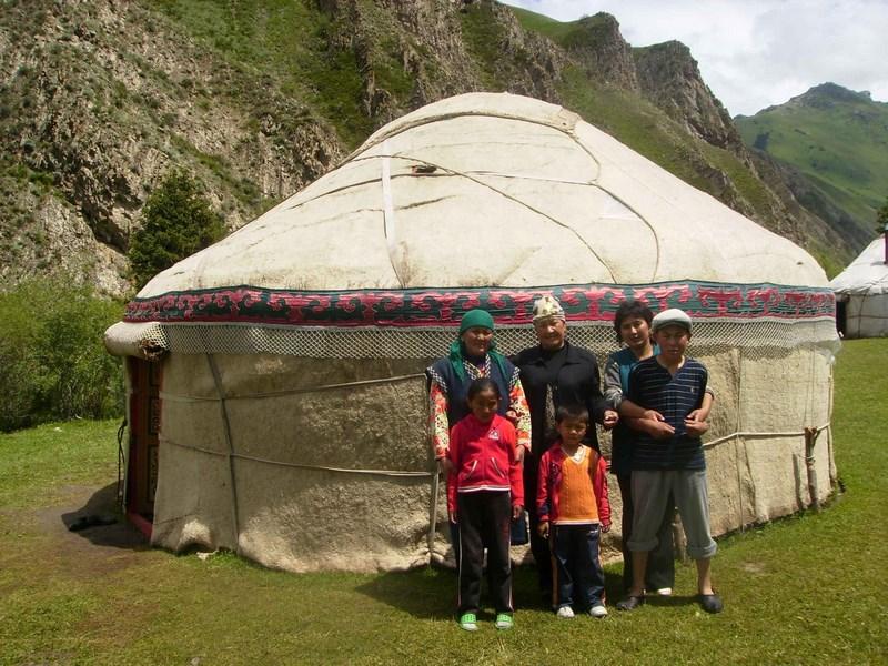 11. Kyrgyzstan - iurta (Copy)
