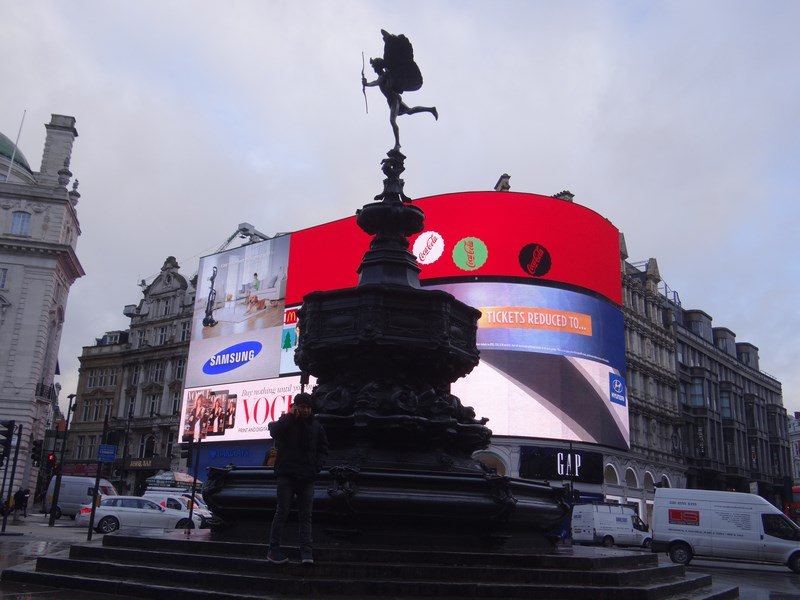 01. Piccadilly Circus