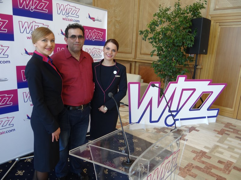 01. Stewardeze Wizz Air