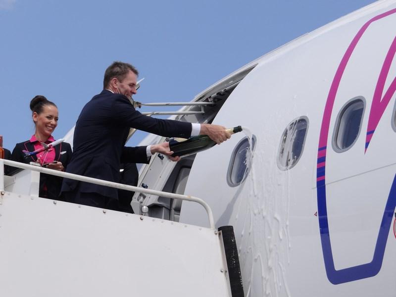 07. Sampanie pe avion