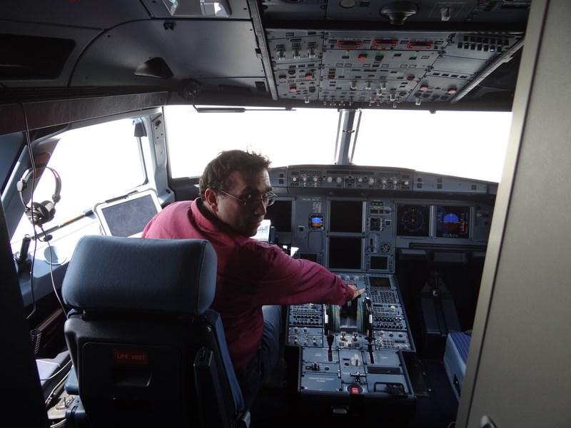11. A321 cockpit