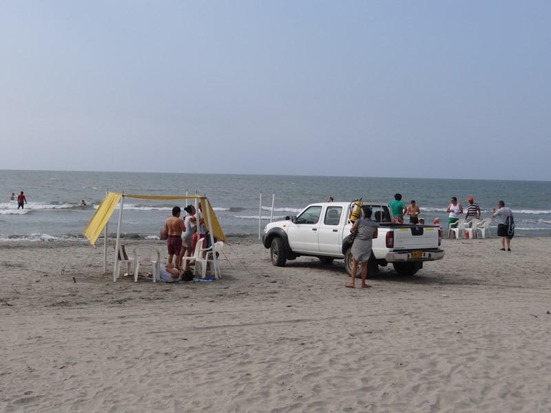 23. Masina pe plaja