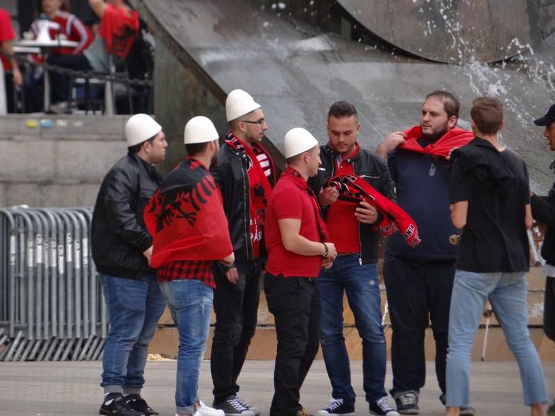 15. Suporteri albanezi