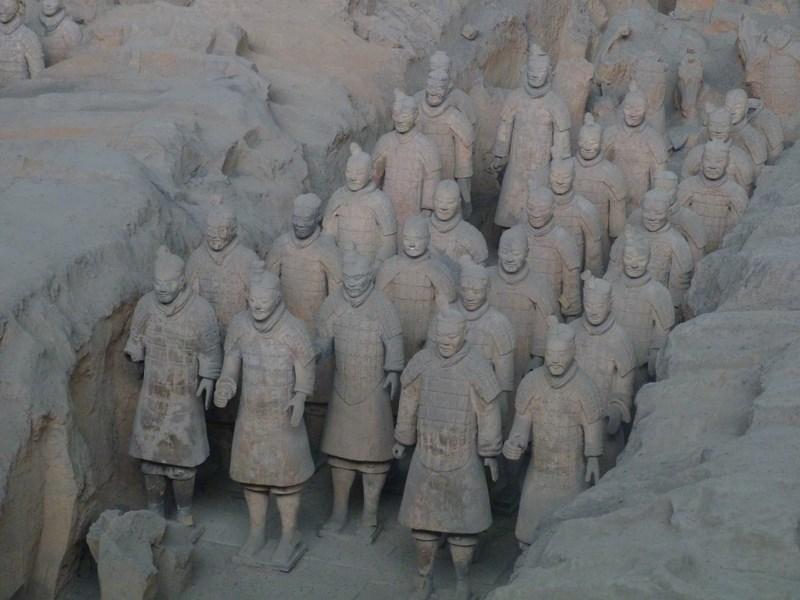 10. Armata de teracota