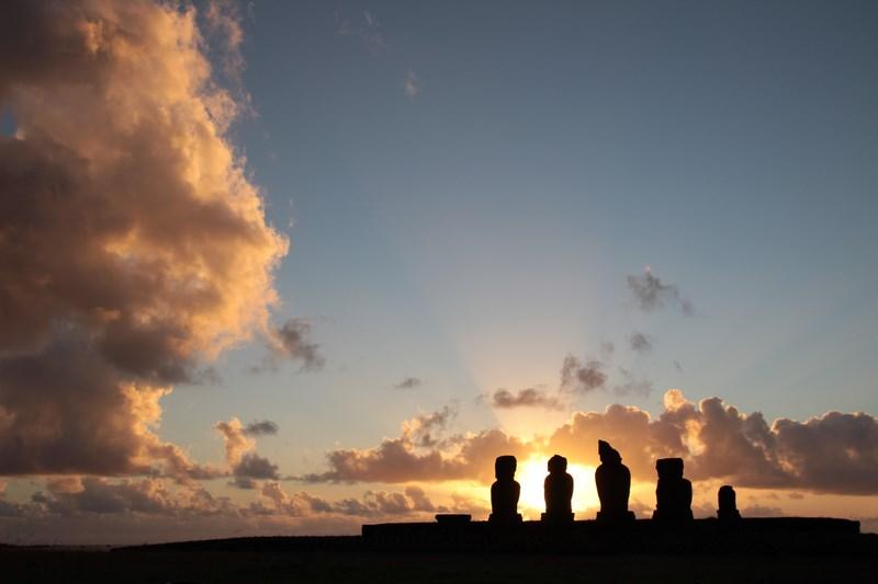 01. Moai - Insula Pastelui