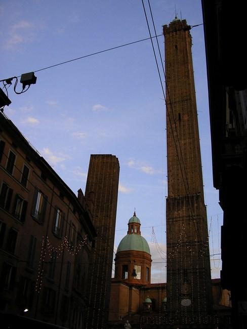 06. 2 turnuri din Bologna