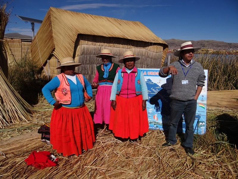 09. Localnice Uros - Titicaca