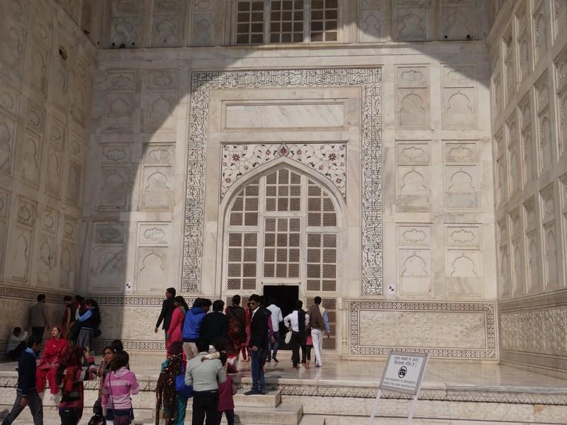 11. Coada la mausoleu