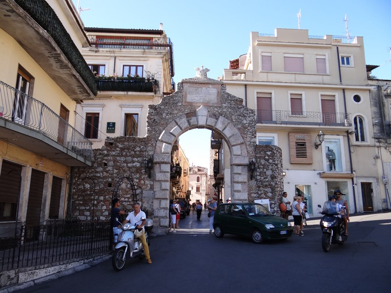 12. Intrare Taormina