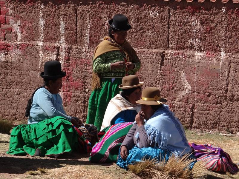 23. Femei in port bolivian