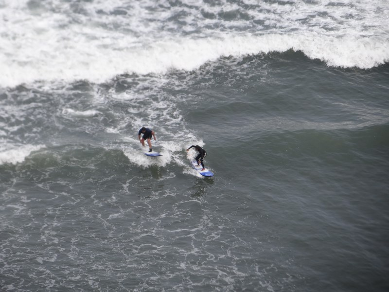 14-surfers-in-lima