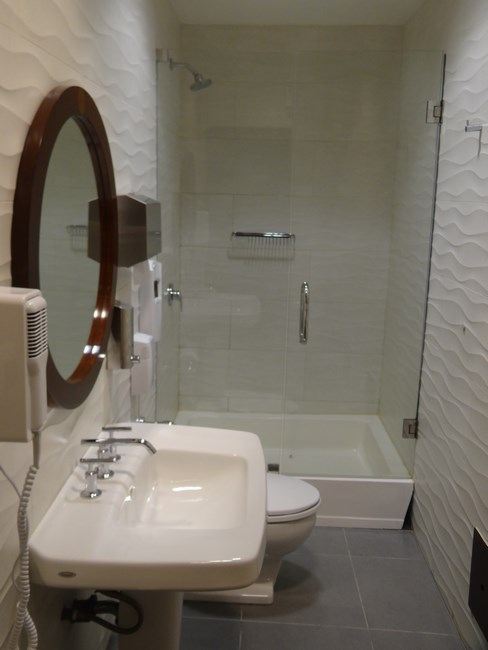 21-shower-in-lima-airport