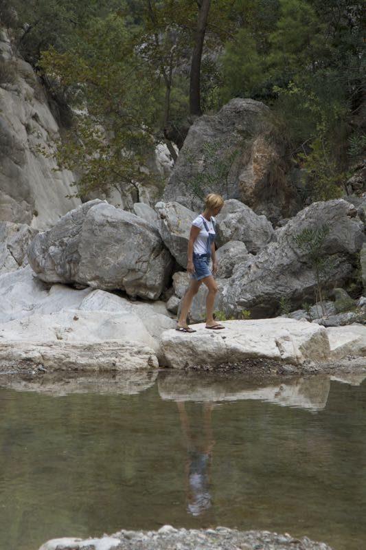 28-canion-miki-trece-pe-baraj-de-pietre