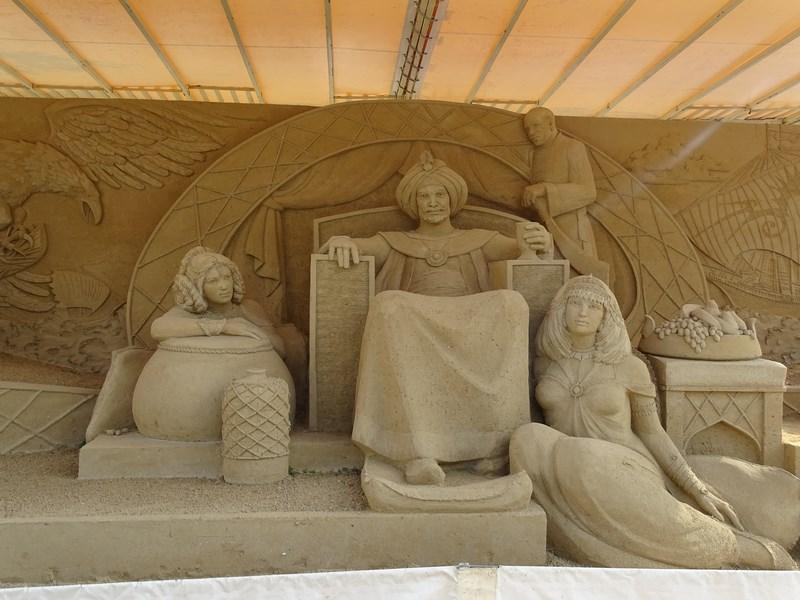 32-sculpturi-in-nisip