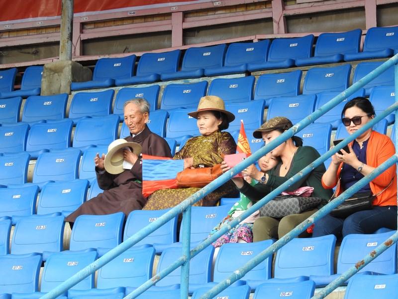 08-spectatori-naadam