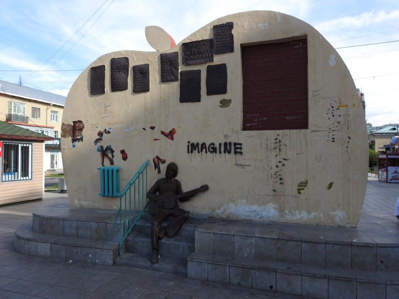 11-monument-beatles-ulaan-bataar