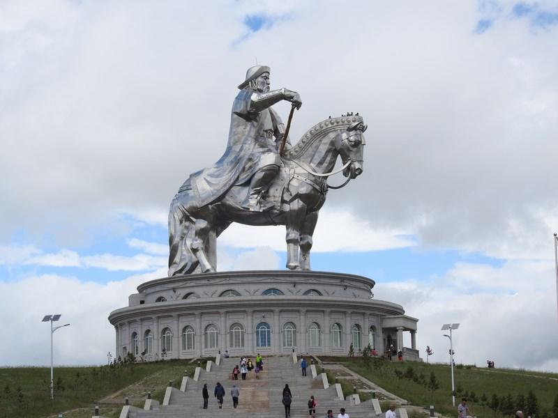 13-statuia-lui-genghis-han