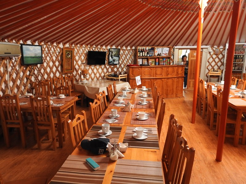 36-restaurant-ger-camp
