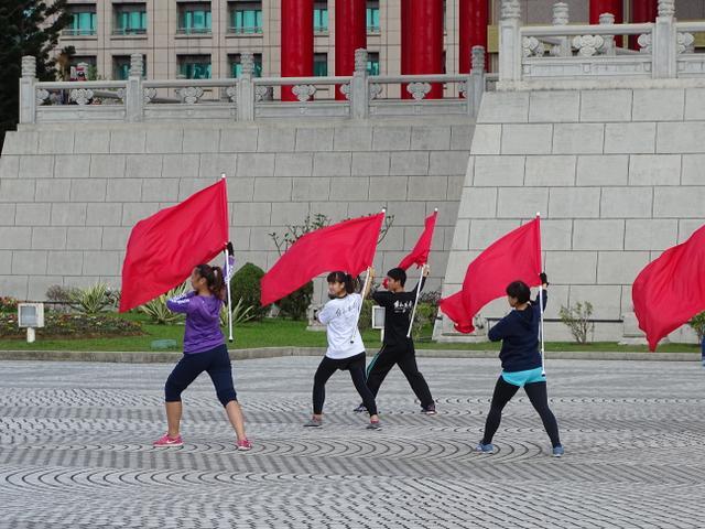 15-antrenament-steaguri-rosii