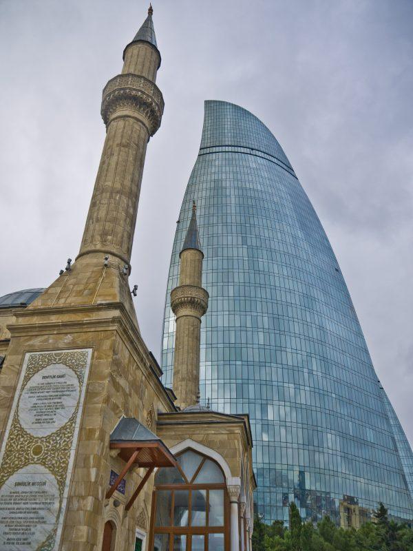 11. Moscheea Turca si unul dintre Turnurile Inflacarate