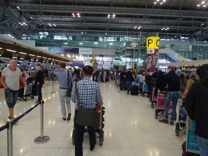 22. Coada check in Bangkok