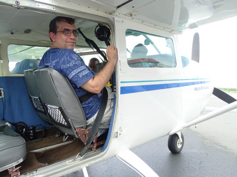 17. Avion deschis