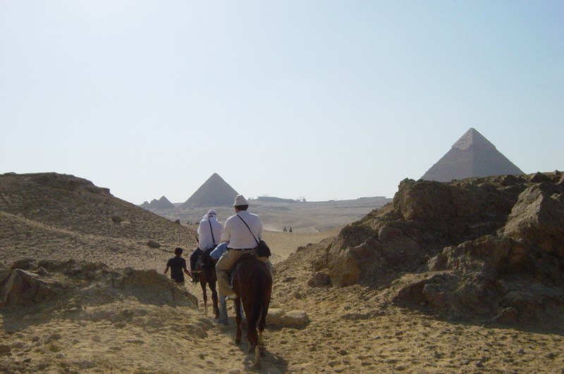 05. Calare spre piramide