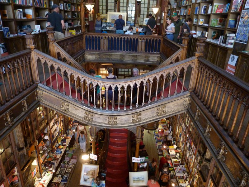 09. Librarie Porto