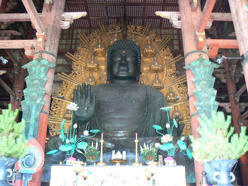 13. Statuia de bronz al lui Buda