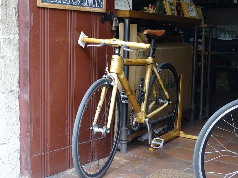 14. Bicicleta bambus