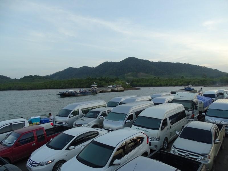 23. Masini pe ferry