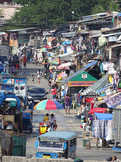 25. Favelas Manila