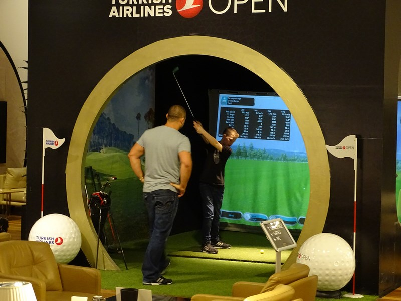 17. Golf in lounge