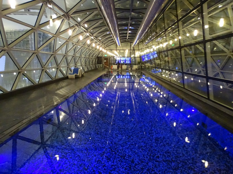 17. Piscina aeroport Doha