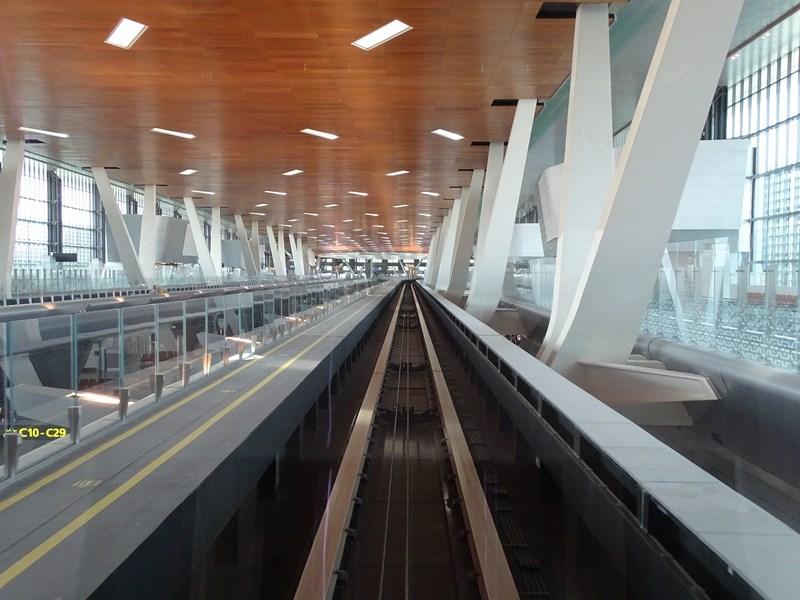 23. Prin aeroport