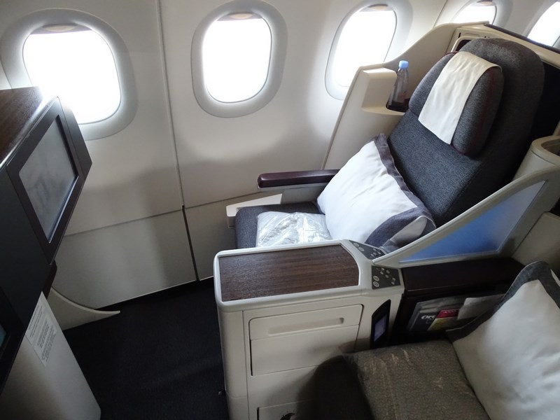 24. Business class seat - Qatar Airways