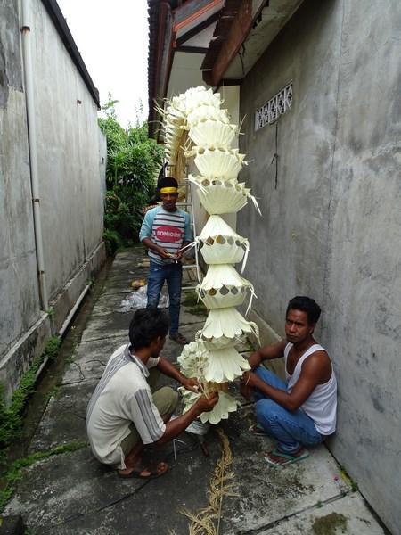 02. Balinezi isi fac penjorul