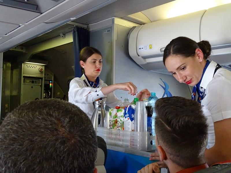 06. Serviciu la bord - Blue Air